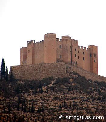 Grandiosa estampa del castillo de Mequinenza, Zaragoza