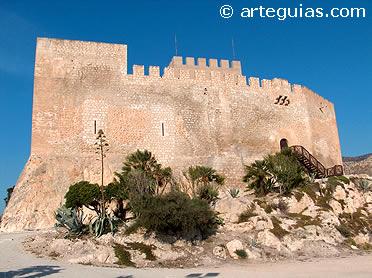 Uno de los muchos castillos de Alicante: Petrer