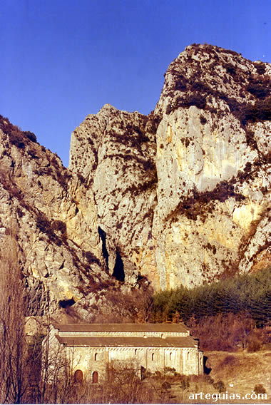 El Monasterio de Santa María de Obarra en su inigualable ubicación paisajística