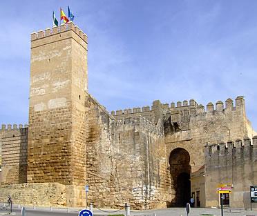 Castillos de sevilla for Puerta de sevilla carmona