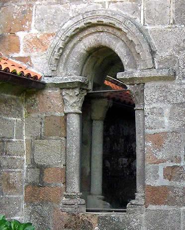 Ventanal de la iglesia de San Xulián de Moraime, Costa da Morte