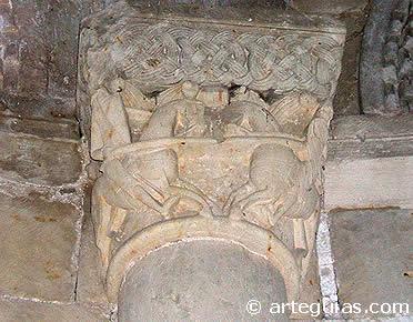 Capitel con caballeros en combate. Iglesia de Duratón, Segovia