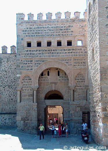 Puerta Antigua de la Bisagra, por la que entró Alfonso VI en la ciudad de Toledo en 1085