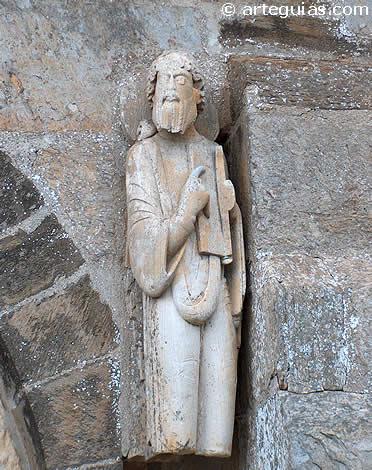 Apóstol en la puerta sur