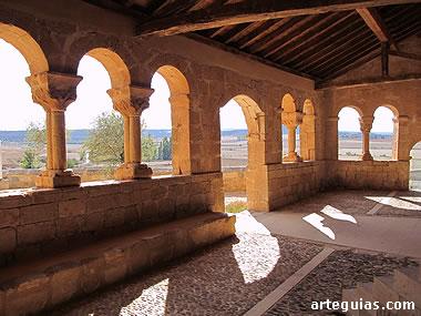 Pórtico románico