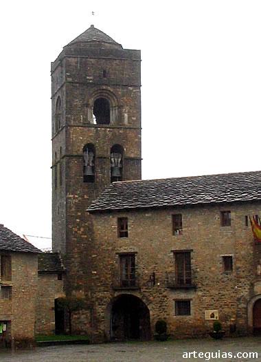 Torr de la iglesia de Santa María de Aínsa