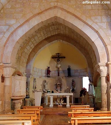 Cabecera con arco triunfal apuntado usado en el románico tardío