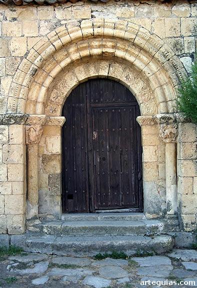 Puerta de la iglesia de Basardilla