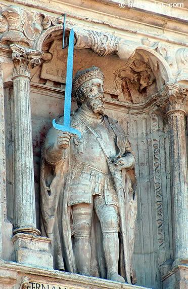 Estatua de Fernán González, en Burgos