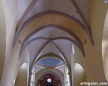 Interior de la iglesia de Herrera de los Navarros