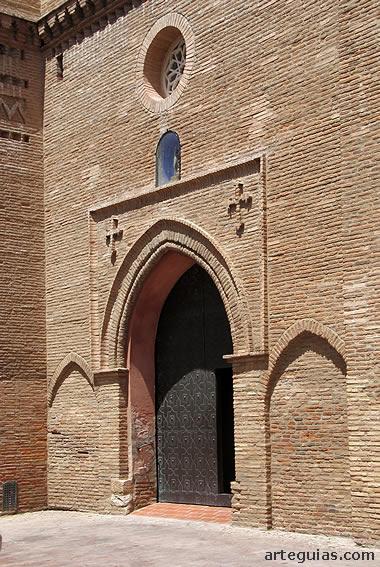 Puerta de acceso en el muro meridional