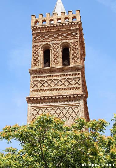 Mudéjar en Campo de Daroca: torre de la iglesia de Herrera de los Navarros
