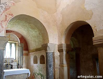 San Salvador de Valdediós: interior de la cabecera y del transepto