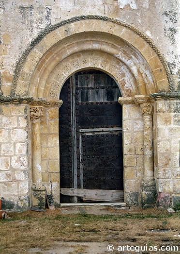 Puerta norte de la iglesia de La Cuesta