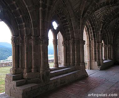 Galería gótica en la iglesia de Larumbe