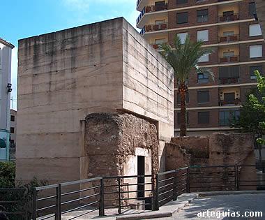 Cubo restaurado de la muralla medieval de Cocentaina