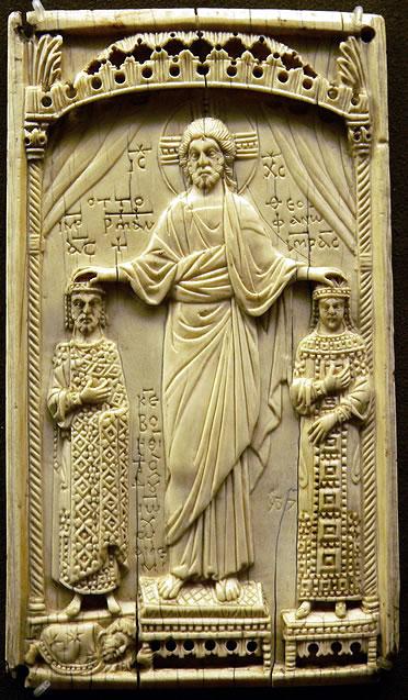 Marfil bizantino que representa a Cristo coronando al  emperador Otón II y a la princesa bizantina Teófano