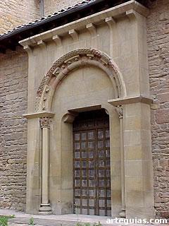 Puerta románica de la cillería
