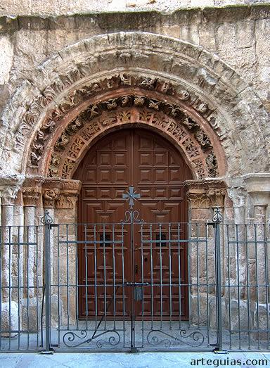 Puerta de la iglesia de San Vicente