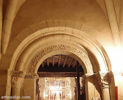 Puerta. Capilla bautismal
