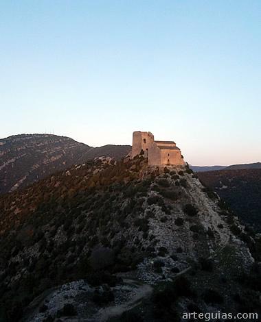 Conjunto de iglesia y castillo. Samitier