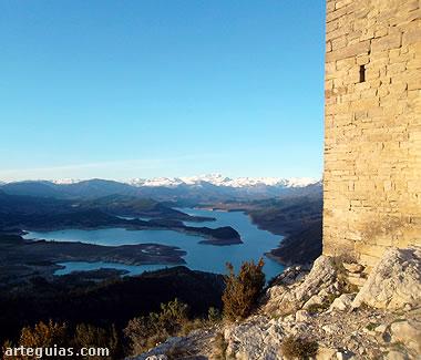 Los Pirineos y el Embalse de Mediano desde  Samitier