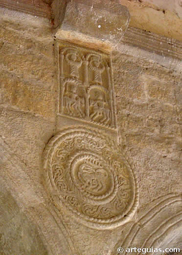 Relieves escultóricos en Santa MAría del Naranco