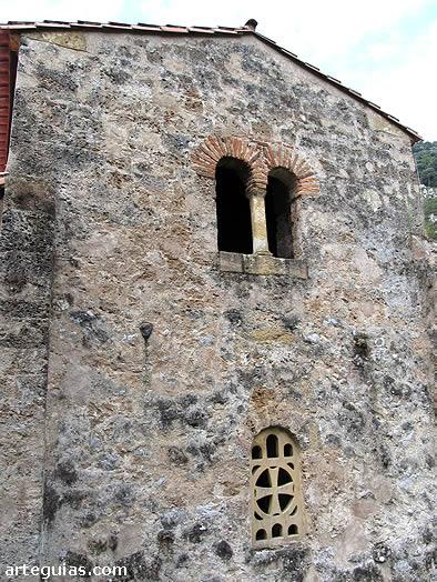 Santo Adriano de Tunón: cabecera