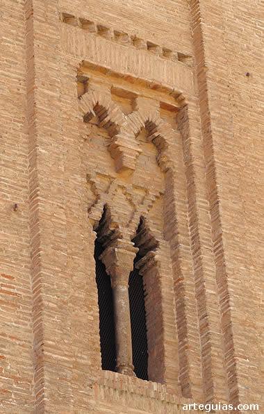 Ventanal mudéjar en la torre de la iglesia de Santo Domingo de Daroca