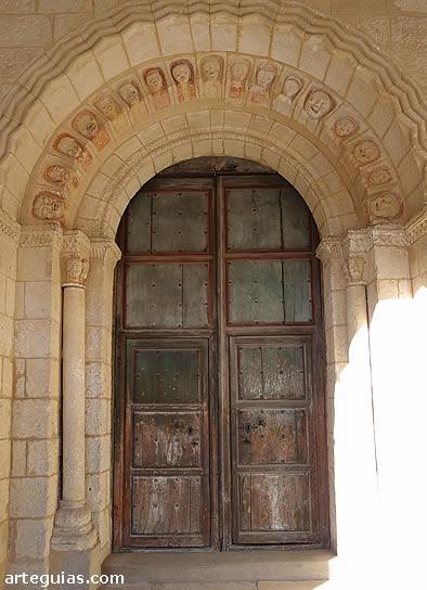 Puerta románica de la iglesia de Muñoveros