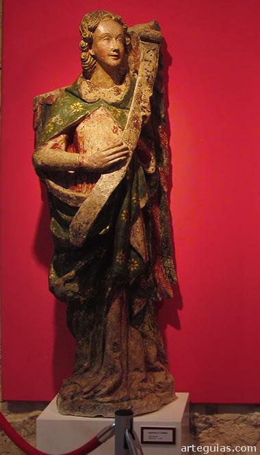 San Gabriel. Hermosa pieza gótica del siglo XIII  que forma parte de  una Anunciación