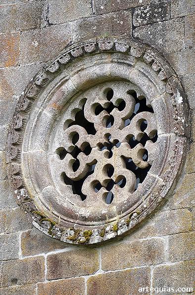 Rosetón con cruces compuestas