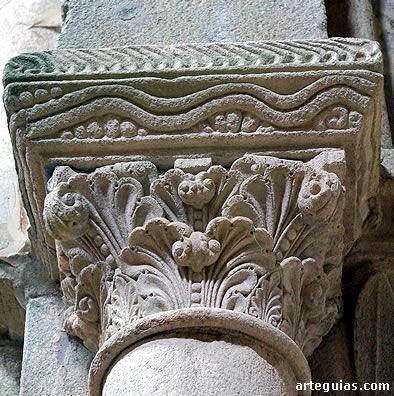 Capitel vegetal del interior de la iglesia