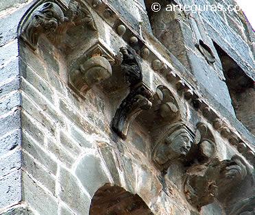Canecillos de la torre de Mombuey