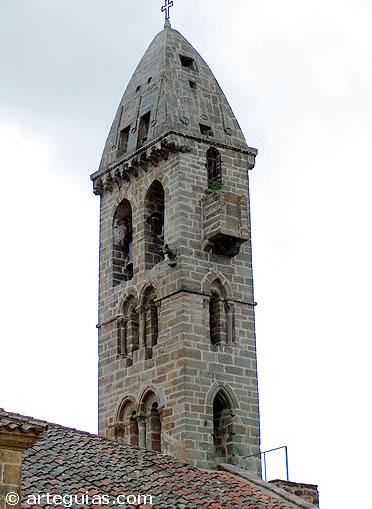 Campanario románico de Mombey