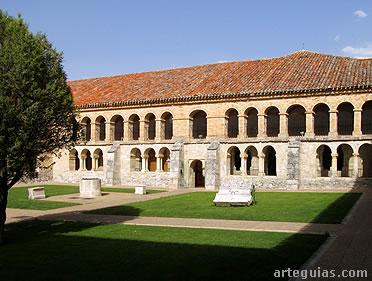 Claustro del Real Monasterio de Caleruega