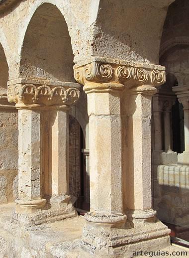 Detalle del claustro medieval