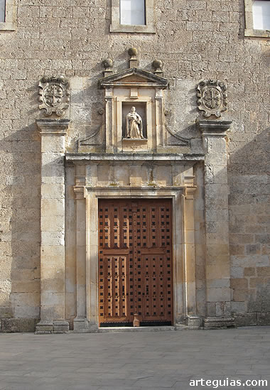 Puerta de la iglesia nueva