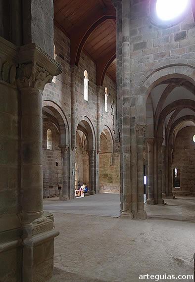 Carboeiro: interior de la iglesia abacial
