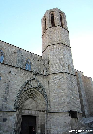 Portada principal y torre-campanario