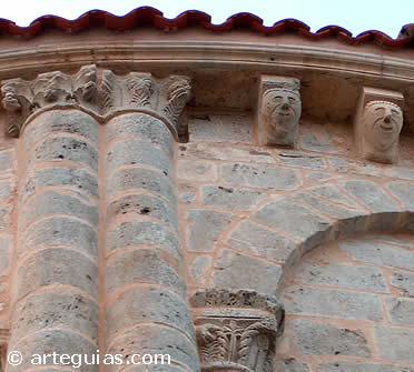 Canecillos y columnas del ábside