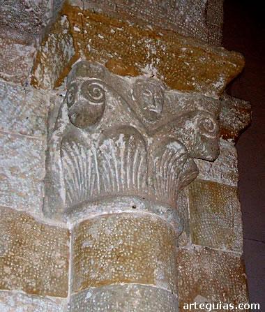 Capitel interior del arco triunfal
