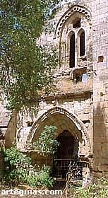 Portada y muro meridional de la iglesia monástica de Bonaval