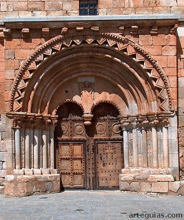 Puerta de la iglesia de Caltojar