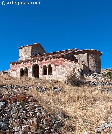 Conjunto de la iglesia de Jodra del Pinar antes de su restauración y descegamiento del pórtico románico