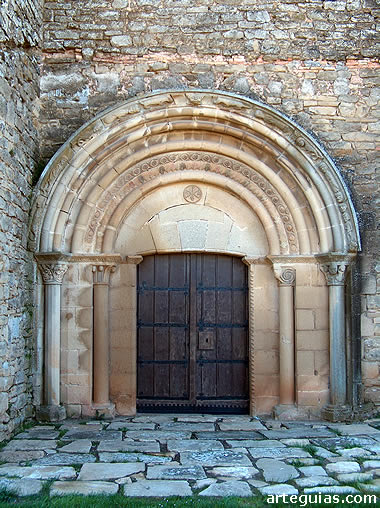 Puerta de la iglesia de Olcoz (Navarra)