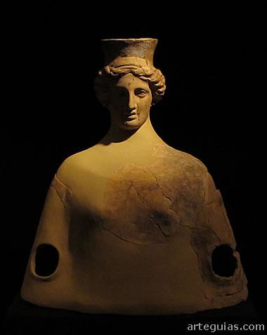 Vasija de terracota en forma de busto, encontrado en la  Necrópolis de La Albufereta