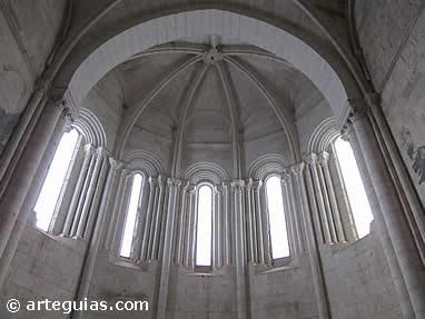 Interior del ábside principal de Santa María de Palazuelos