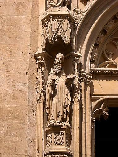 Escultura en la portada de Sant Miquel de Palma
