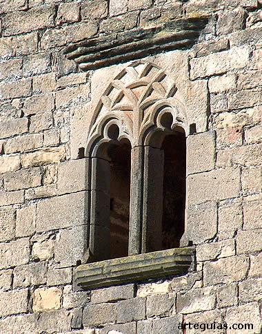Ventanal de la Torre de Olcoz, Navarra